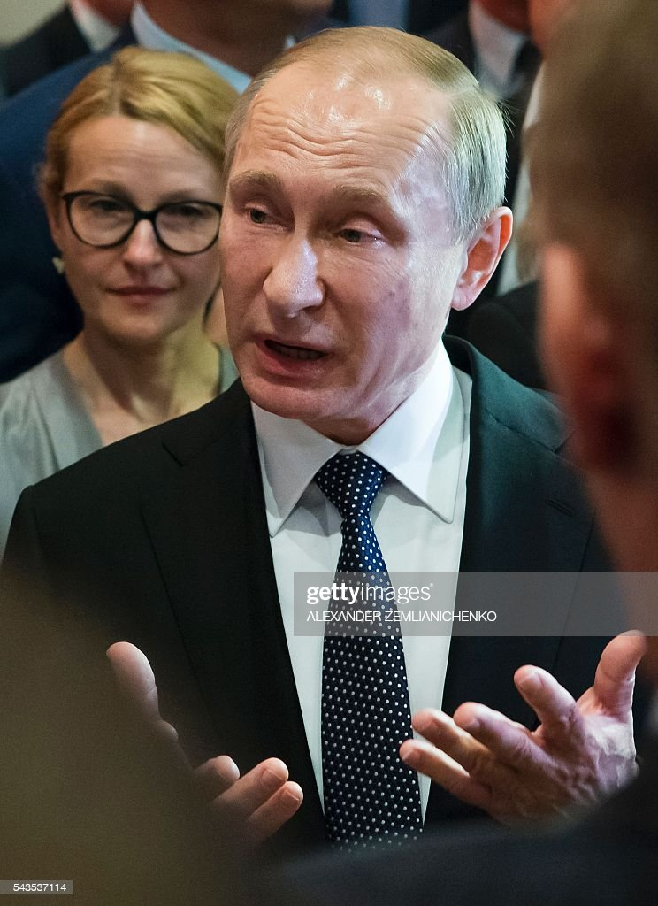 Russian President Vladimir Putin speaks with students and journalists during his visit to German Embassy school in Moscow on June 29, 2016. / AFP / POOL / Alexander Zemlianichenko