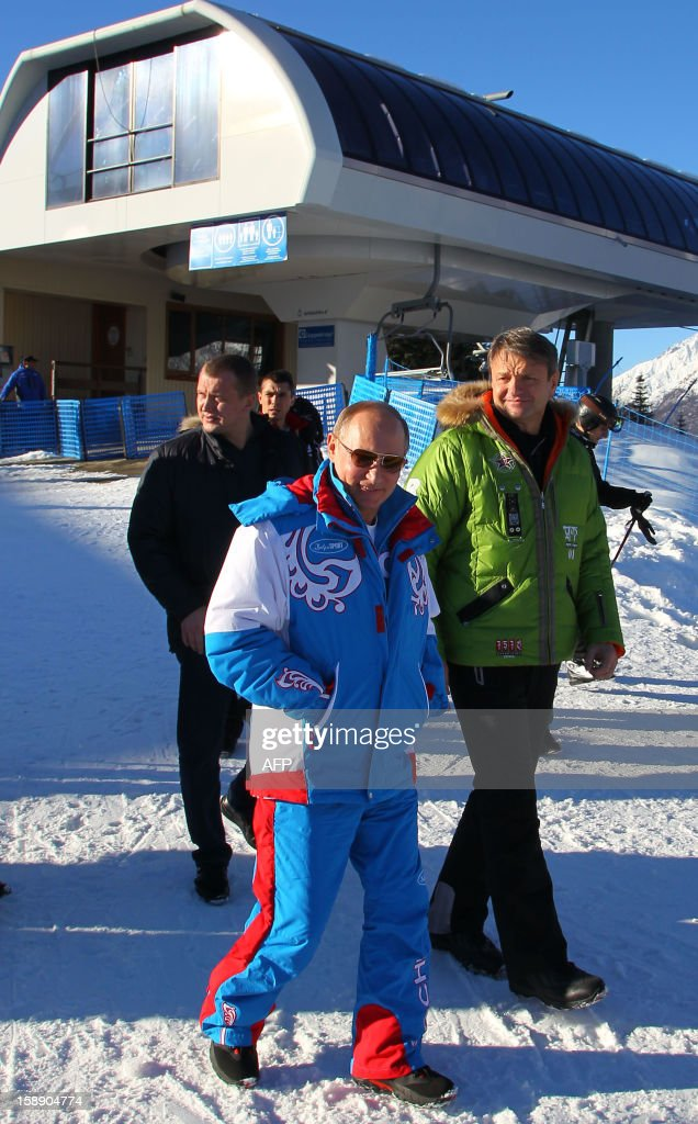 Russian President Vladimir Putin (C) walks during his visit to the mountain resort in Krasnaya Polyana outside the Russian Black Sea resort of Sochi on January 3, 2013. AFP PHOTO / RIA NOVOSTI / PRESIDENTIAL PRESS-SERVICE / MIKHAIL KLIMENTYEV