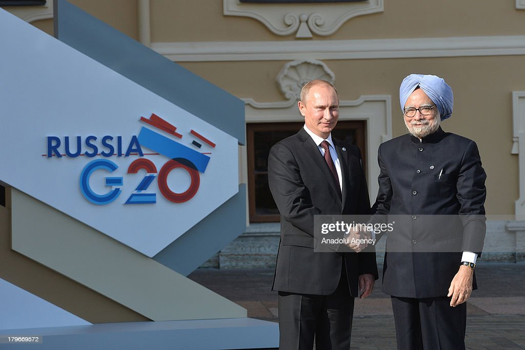 Russian President Vladimir Putin welcomes India's Prime Minister Manmohan Singh (R) during arrivals for the G-20 summit at the Konstantin Palace in St. Petersburg, Russia on September 5,2013. The G20 summit begins on September 5, 2013 in Strelna of Saint Petersburg under Russian Presidency. Volkan Furuncu / Anadolu Agency