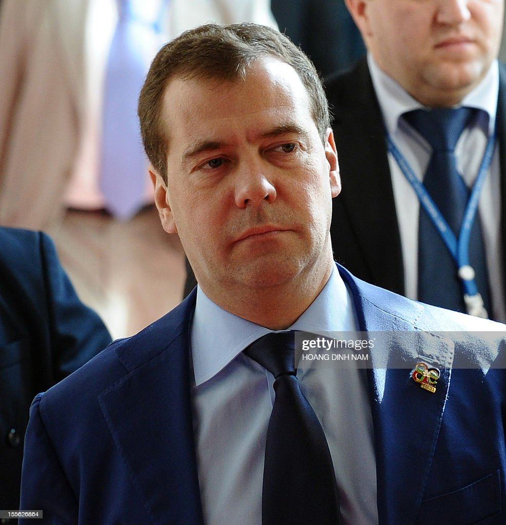 Russian Prime Minister Dmitri Medvedev (C) walks at the venue of the ninth Asia-Europe (ASEM 9) summit in Vientiane on November 6, 2012. The two-day bi-annual summit is being held in the capital of the Southeast Asian landlocked communist nation between November 5-6. AFP PHOTO / HOANG DINH Nam