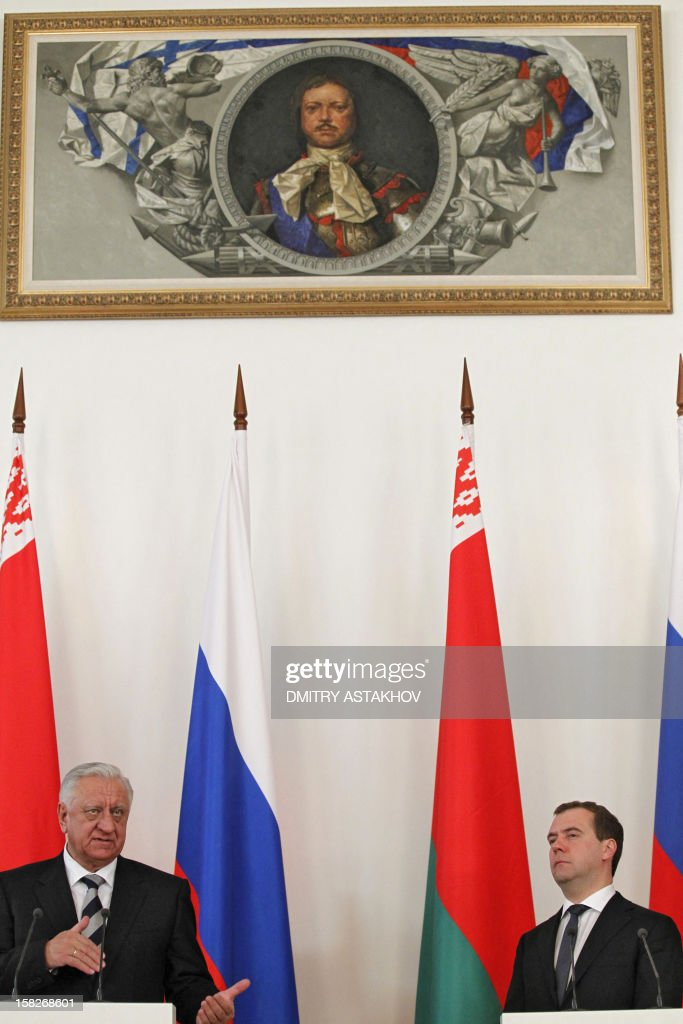 Russian Prime Minister Dmitry Medvedev (R) and his Belarus counterpart Mikhail Myasnikovich attend a press conference at a meeting of the Council of Ministers of the Union State at the heads of governments level in Moscow, on December 12, 2012. AFP PHOTO / RIA NOVOSTI / POOL / DMITRY ASTAKHOV