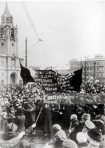 Russian Revolution The picture shows the revolutionists on the second day of the russian revolution On the March the 11th the Csar Nikolaus II gave...