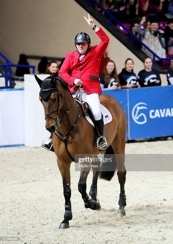 Russian rider vladimir beletskiy and his horse griffone for Show pool horse racing