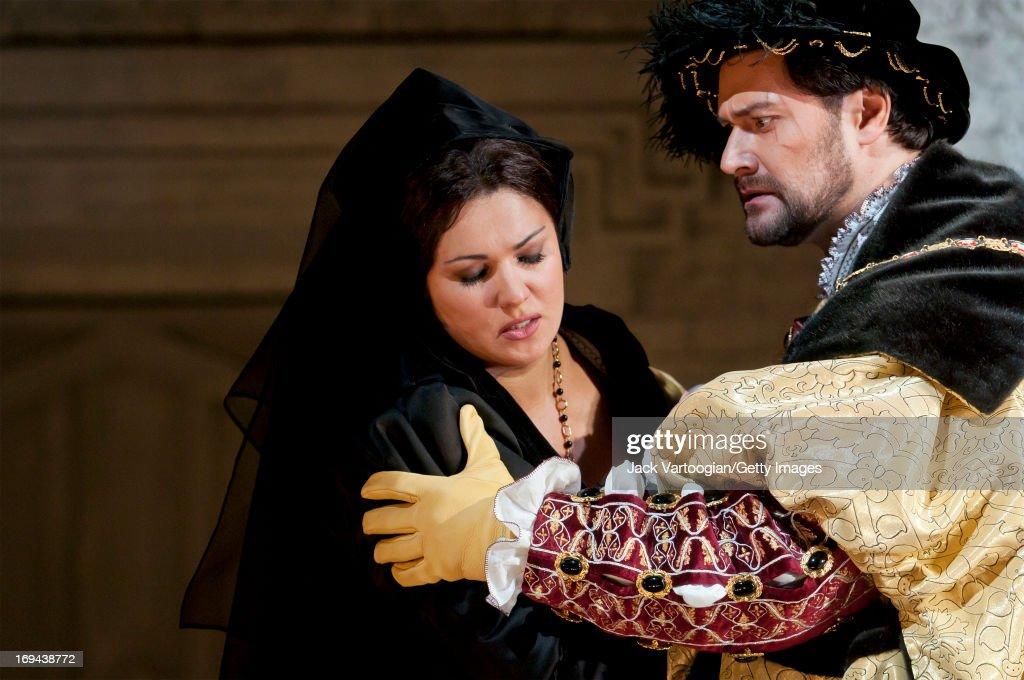 Russian soprano Anna Netrebko and bassbaritone Ildar Abdrazakov perform during the final dress rehersal in the David McVicar/Metropolitan Opera...