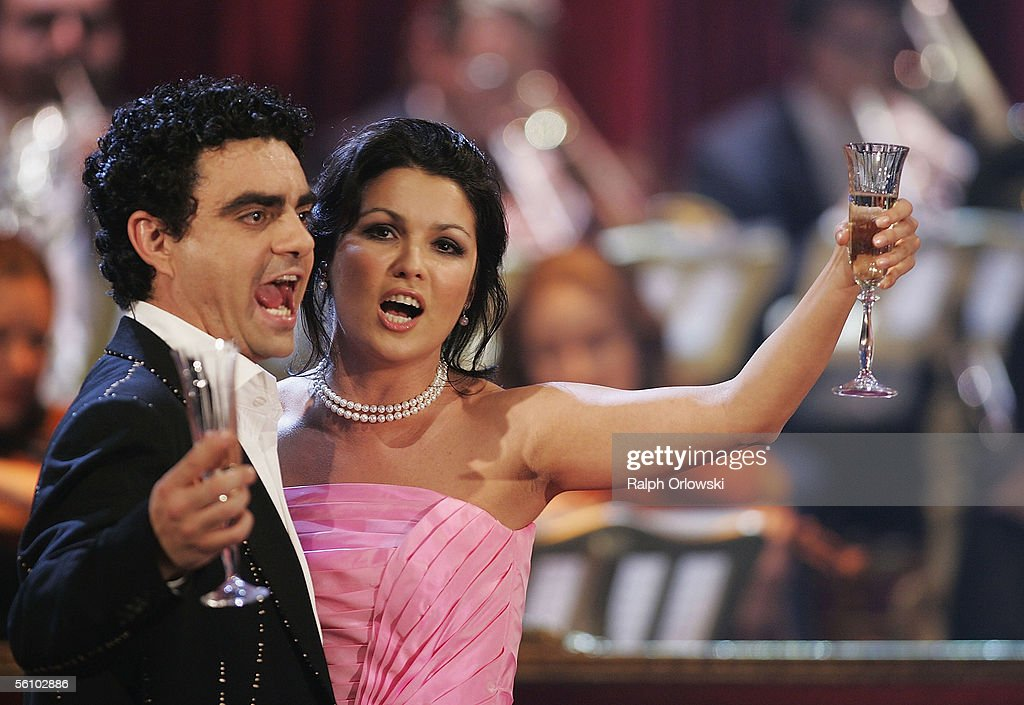 Russian soprano Anna Netrebko and Mexican tenor Rolando Villazon perform during the live broadcast of 'Wetten dass' on ZDF television at the...