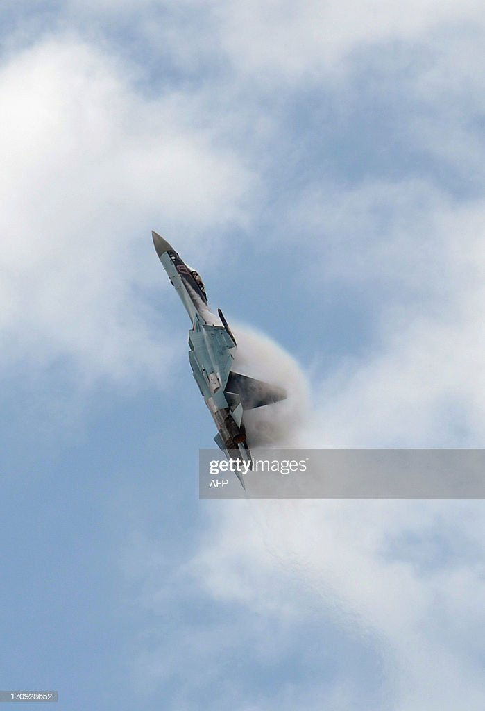 A Russian Sukhoi SU-35 fighter jet presents its flying display at Le Bourget airport, near Paris on June 20, 2013 during the 50th International Paris Air show. AFP PHOTO ERIC PIERMONT