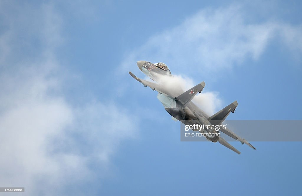 A Russian Sukhoi SU-35 flies over Le Bourget airport, near Paris on June 20, 2013 during the 50th International Paris Air show. AFP PHOTO / ERIC FEFERBERG
