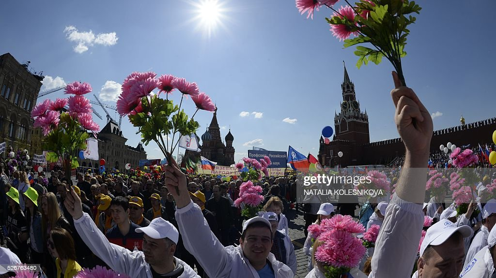 Russian Trade Unions' members holding artificial flowers, flags and balloons parade on Red Square in Moscow on May 1, 2016, during their May Day demonstration. / AFP / NATALIA