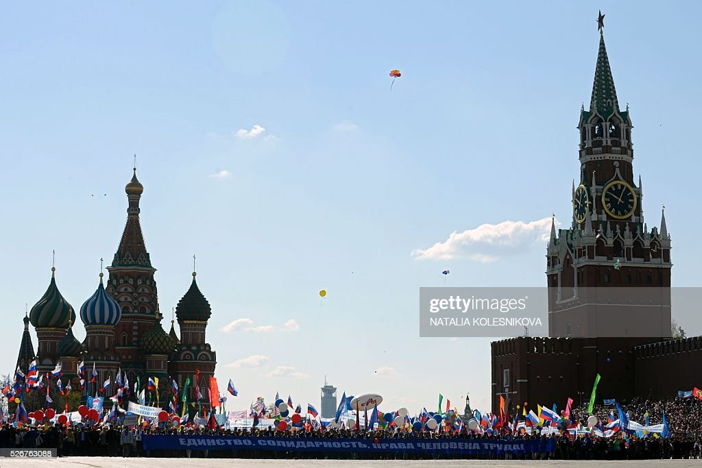 Russian Trade Unions' members holding banners, balloons and flags parade on Red Square in Moscow on May 1, 2016, during their May Day demonstration. / AFP / NATALIA