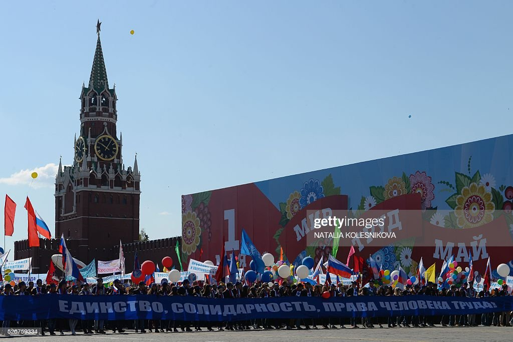 Russian Trade Unions' members holding banners, flags and balloons parade on Red Square in Moscow on May 1, 2016, during their May Day demonstration. / AFP / NATALIA