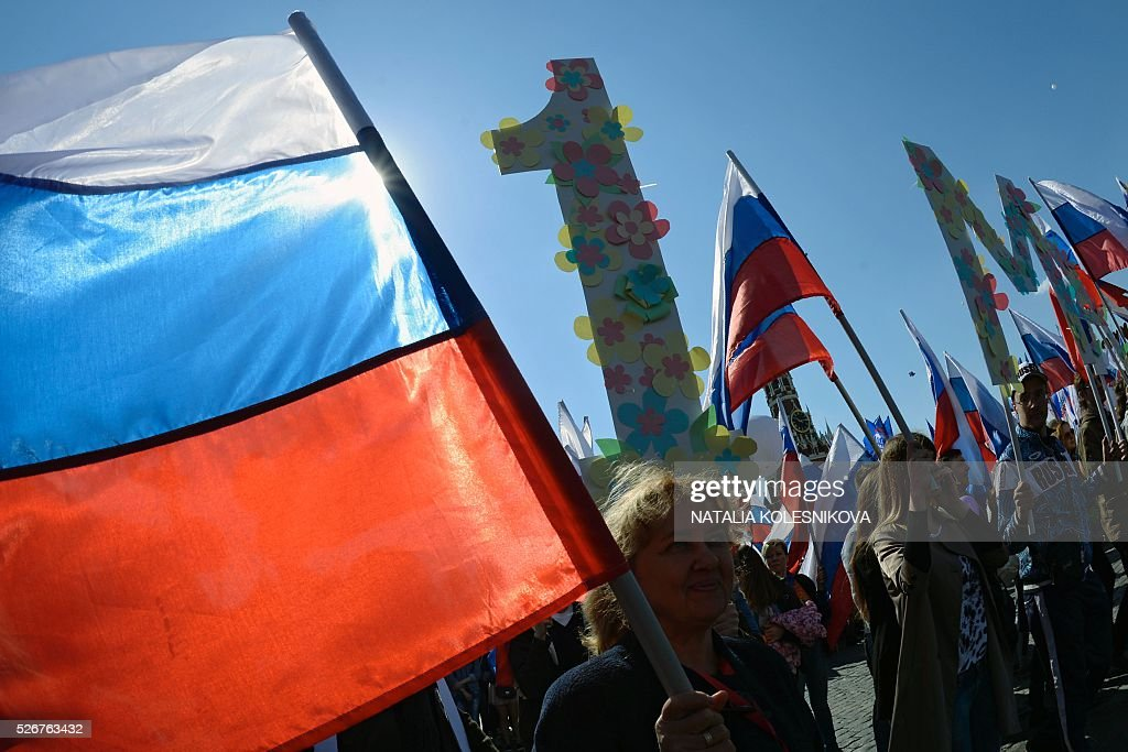 Russian Trade Unions' members parade on Red Square in Moscow on May 1, 2016, during their May Day demonstration. / AFP / NATALIA