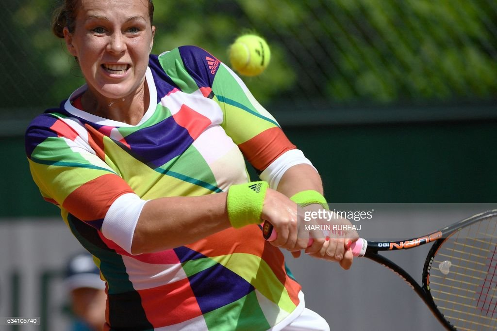 Russia's Anastasia Pavlyuchenkova returns the ball to Turkey's Cagla Buyukakcay during their women's second round match at the Roland Garros 2016 French Tennis Open in Paris on May 25, 2016. / AFP / MARTIN