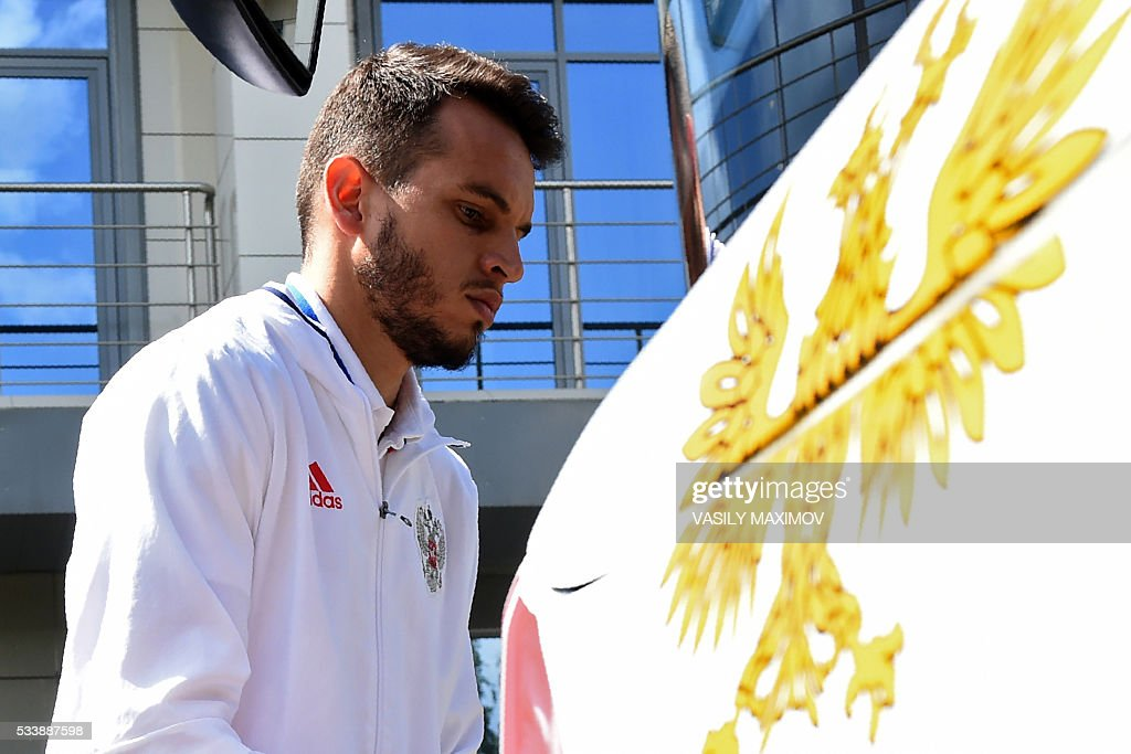 Russia's Brazil-born goalkeeper Guilherme boards a bus before the team's departure at Moscow?'s Sheremetyevo airport on May 24, 2016. Russia?s footballers departed from Moscow to Switzerland where they are scheduled to play two friendly games before their trip to France where they are to take part in the UEFA European Championship. / AFP / VASILY
