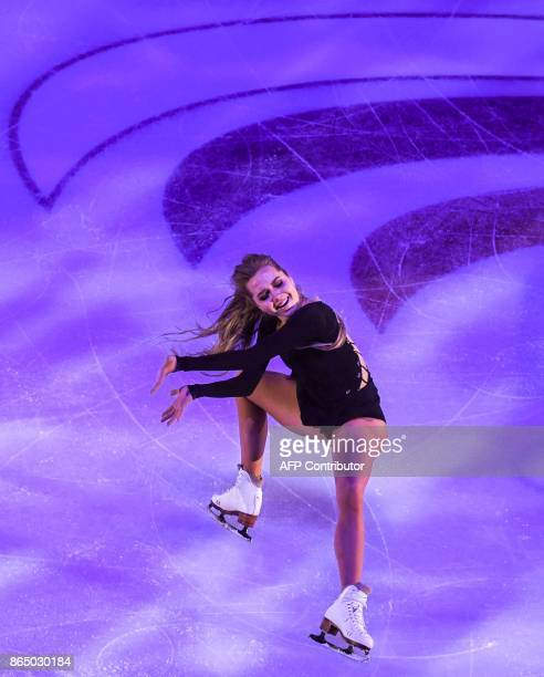 Russia's Elena Radionova performs during the galaexhibition at the ISU Grand Prix Rostelecom Cup in Moscow on October 22 2017 / AFP PHOTO / Yuri...