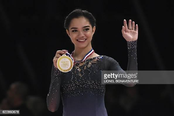 Евгения Медведева - 2 - Страница 45 Russias-evgenia-medvedeva-poses-on-the-podium-with-her-gold-medal-picture-id622860678?s=594x594