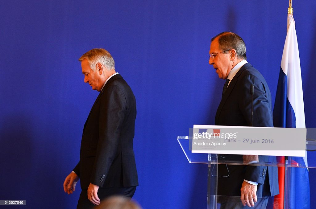 Russia's Foreign Minister Sergey Lavrov (R) and French Foreign Minister Jean-Marc Ayrault (L) hold a press conference after their meeting in Paris, France on June 29, 2016.