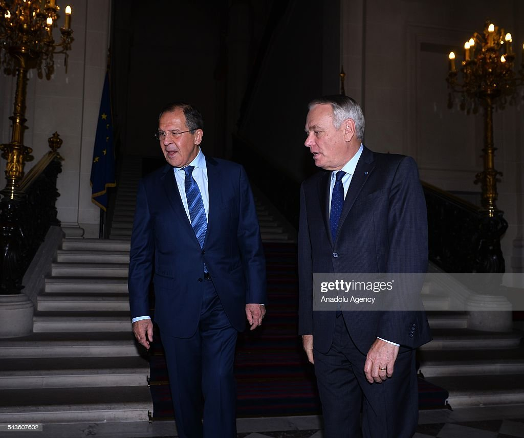 Russia's Foreign Minister Sergey Lavrov (L) and French Foreign Minister Jean-Marc Ayrault (R) arrive a press conference after their meeting in Paris, France on June 29, 2016.
