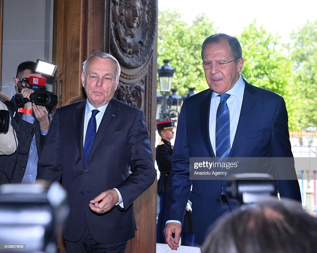 Russia's Foreign Minister Sergey Lavrov (R) and French Foreign Minister Jean-Marc Ayrault (L) arrive a press conference after their meeting in Paris, France on June 29, 2016.