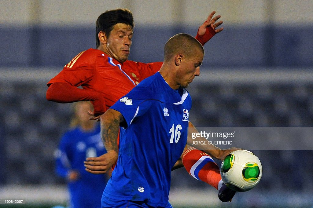 Russia's Forward Fedor Smolov (L) vies with Iceland's defender Ragnar Sigurosson during the international friendly football match Iceland vs Russia at the municipal stadium in Marbella on February 6, 2013. AFP PHOTO / JORGE GUERRERO