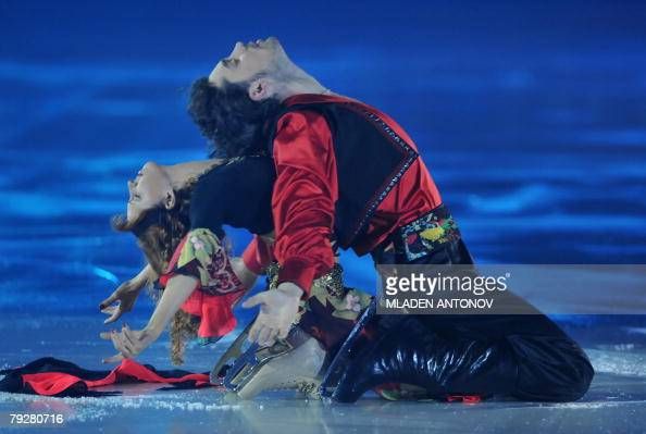 Russia's Jana Khokhlova and Sergei Novitski perform an exhibition program at the Dom Sportova Arena in Zagreb 27 January 2008 during the gala of the...