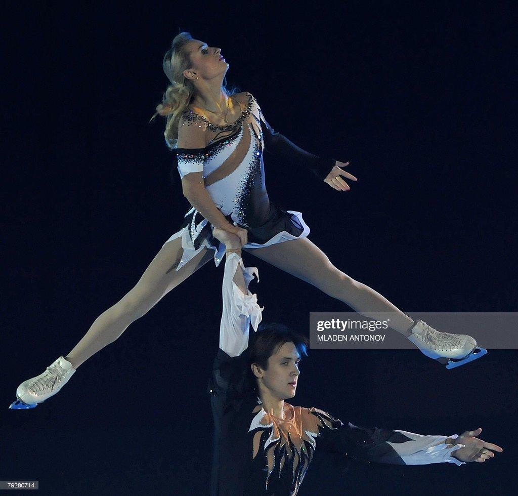 Russia's Maria Mukhortova and Maxim Trankov perform an exhibition program at the Dom Sportova Arena in Zagreb 27 January 2008 during the gala of the...