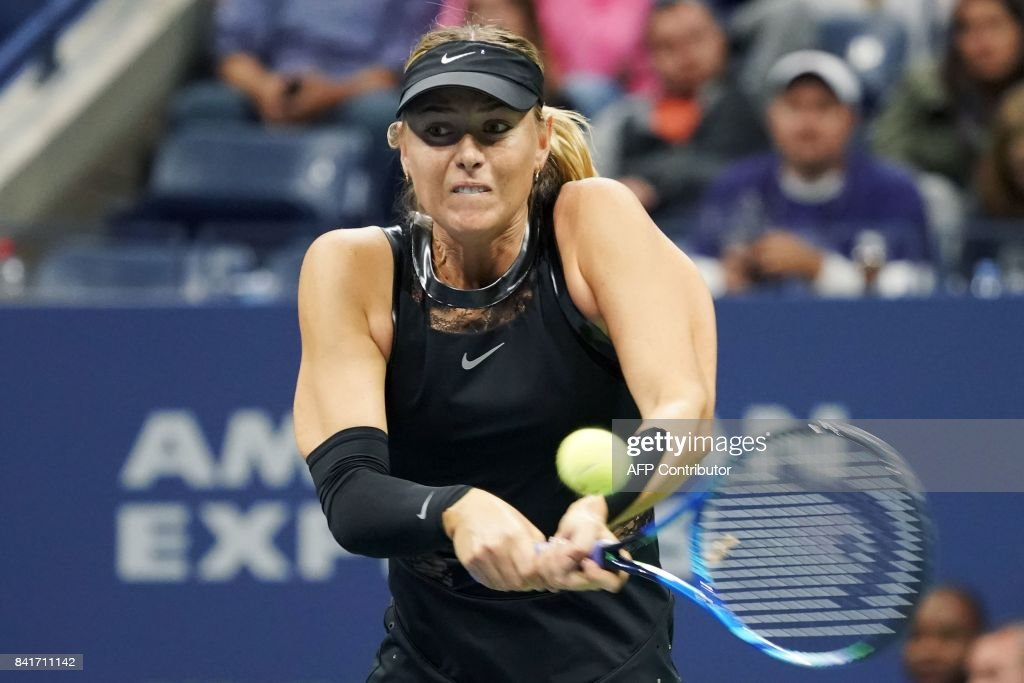 TOPSHOT - Russia's Maria Sharapova returns the ball against Sofia Kenin of the US during their 2017 US Open Women's Singles match at the USTA Billie Jean King National Tennis Center in New York on September 1, 2017. Sharapova won the match 7-5 and 6-2. / AFP PHOTO / Don EMMERT