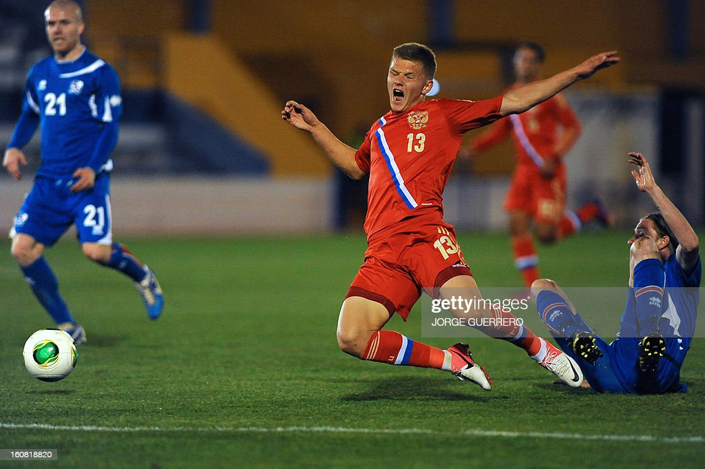 Russia's midfielder Oleg Shatov (C) vies with Iceland's defender Birkir Mar Saevarsson during the international friendly football match Iceland vs Russia at the municipal stadium in Marbella on February 6, 2013.