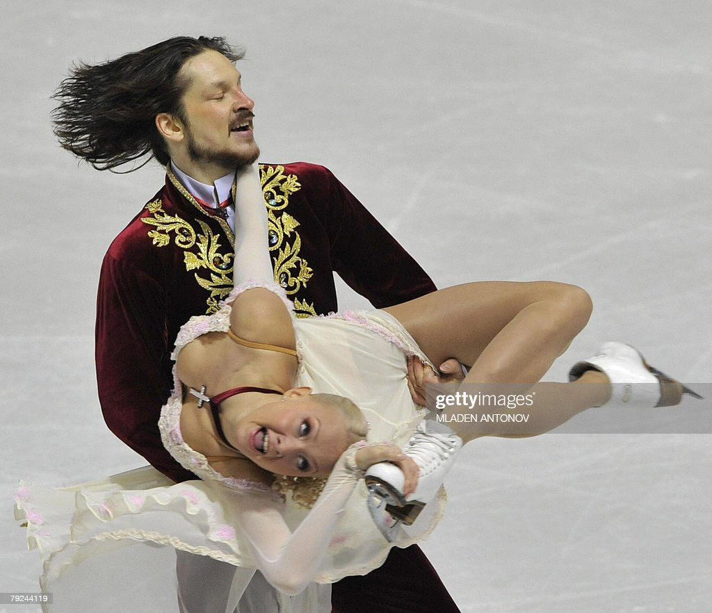Russia's Okasana Dommina and Maxim Shabalin perform their free dance at the Dom Sportova Arena in Zagreb, 25 January 2008, during the European Figure Skating Championships 2008.