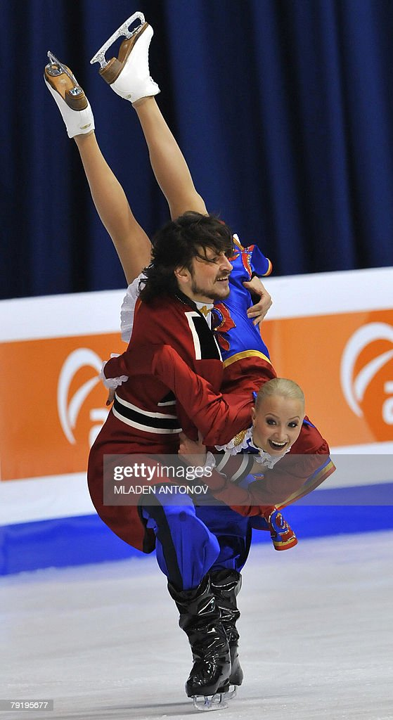Russia's Okasana Dommina and Maxim Shabalin perform their original dance at the Dom Sportova Arena in Zagreb, 24 January 2008, during the European Figure Skating Championships 2008.