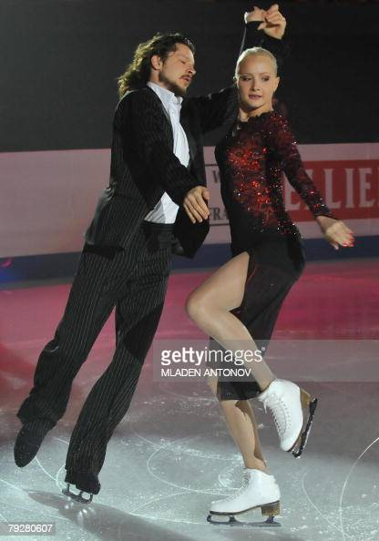 Russia's Oksana Domnina and Maxim Shabalin perform an exhibition program at the Dom Sportova Arena in Zagreb 27 January 2008 during the gala of the...