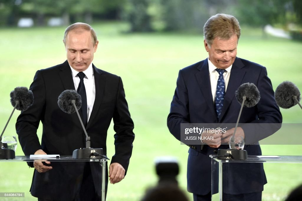 Russia's President Vladimir Putin (L) and Finland's President Sauli Niinistö attend a joint press conference at the presidential summer residence Kultaranta in Naantali, Finland, on July 1, 2016. President Putin is in Finland on a working visit to discuss both bilateral issues and topical international issues. / AFP / Lehtikuva / Jussi Nukari / Finland OUT
