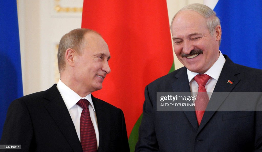 Russia's President Vladimir Putin (L) and his Belarus counterpart Alexander Lukashenko share a joke at the Konstantinovsky palace in Strelna just outside St.Petersburg, on March 15, 2013, during a document signing ceremony after a meeting of the Russia-Belarus Union State's Supreme State Council . AFP PHOTO / RIA-NOVOSTI POOL/ ALEXEY DRUZHININ