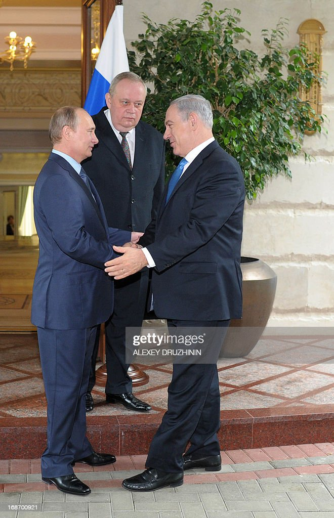 Russia's President Vladimir Putin (L) and Israeli Prime Minister Benjamin Netanyahu speak during their meeting at Putin's residence in the Black Sea resort of Sochi, on May 14, 2013. Putin and Netanyahu began talks today on the conflict in Syria amid growing concern about Moscow's continuing arms deliveries to the Damascus regime and a spiralling death toll.
