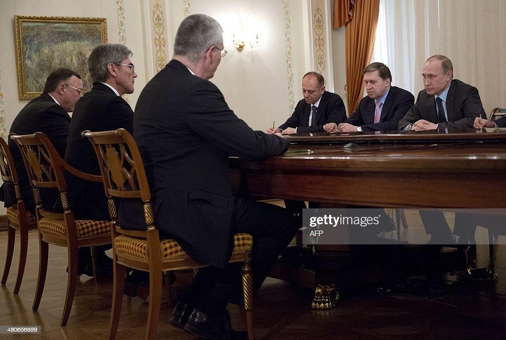 Russia's President Vladimir Putin (R) meets Siemens AG CEO, Joe Kaeser (2nd L), in the Novo-Ogaryovo residence outside Moscow, on March 26, 2014. AFP PHOTO / POOL/ ALEXANDER ZEMLIANICHENKO