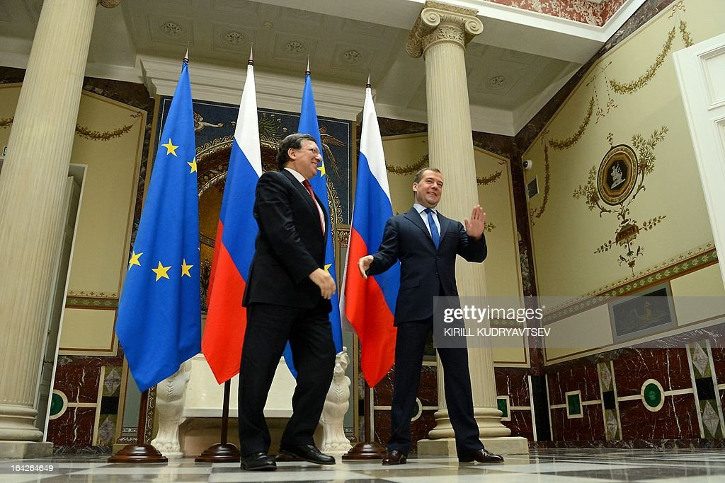 Russia's Prime Minister Dmitry Medvedev (R) and EU commission President Jose Manuel Barroso meet in Moscow, on March 22, 2013. Barroso is in Russia on the second day of his talks that touch on the Cyprus banking crisis.