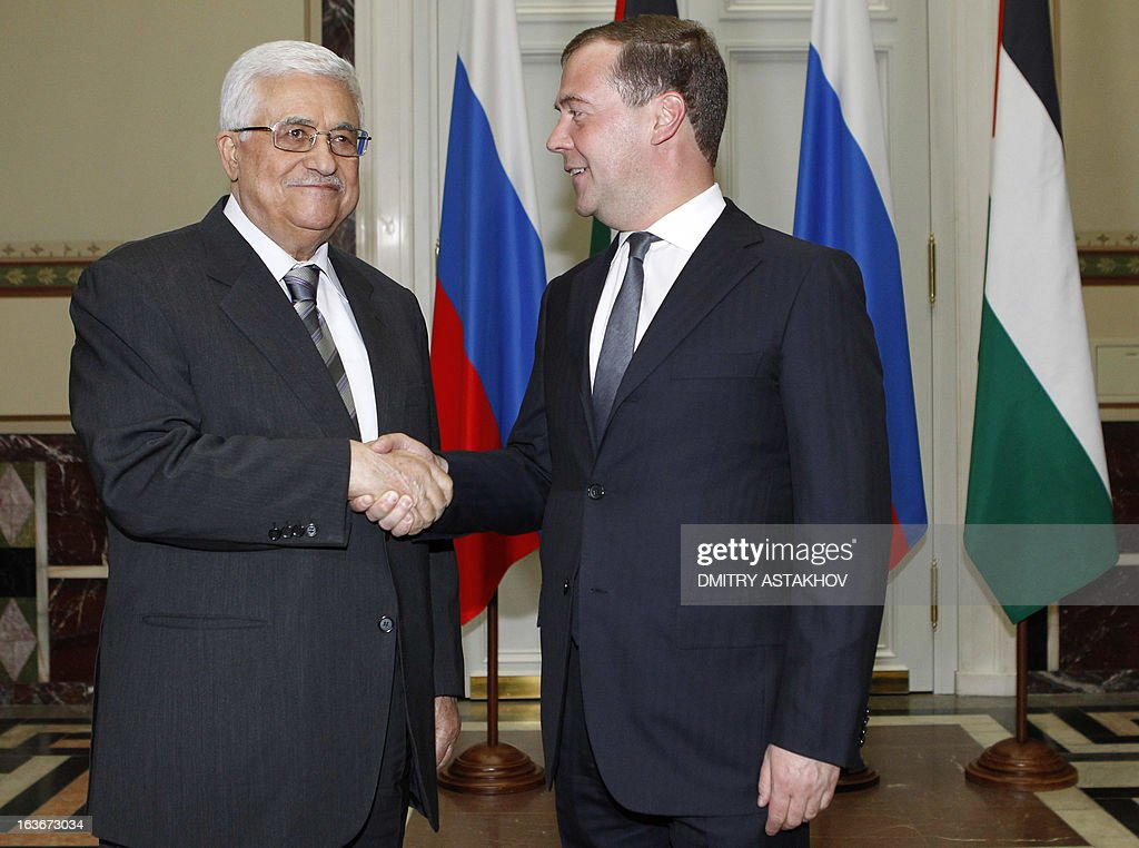 Russia's Prime Minister Dmitry Medvedev (R) meets Palestinian President Mahmoud Abbas in Moscow, on March 14, 2013. AFP PHOTO/ RIA-NOVOSTI POOL / DMITRY ASTAKHOV