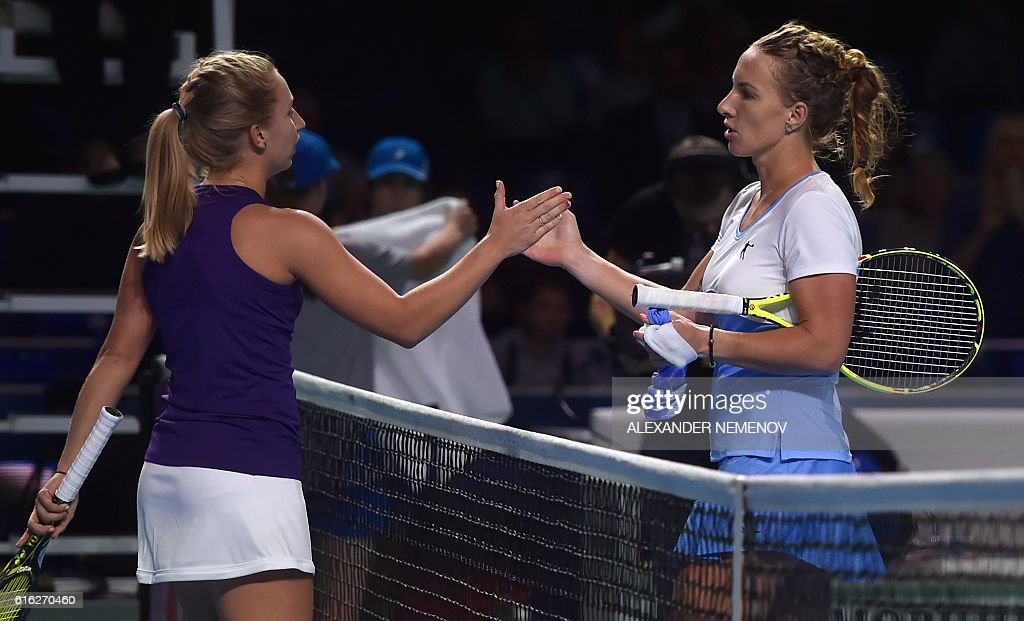 Russia's Svetlana Kuznetsova (R) shakes hands with Australia's Daria Gavrilova after winning the Kremlin Cup tennis tournament final match in Moscow on October 22, 2016. / AFP / ALEXANDER