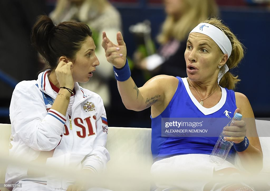 Russia's Svetlana Kuznetsova (R) talks to Russia's team captain Anastasia Myskina during the Federation Cup tennis world group first round match between Russia and Netherlands in Moscow on February 7, 2016. / AFP / ALEXANDER NEMENOV