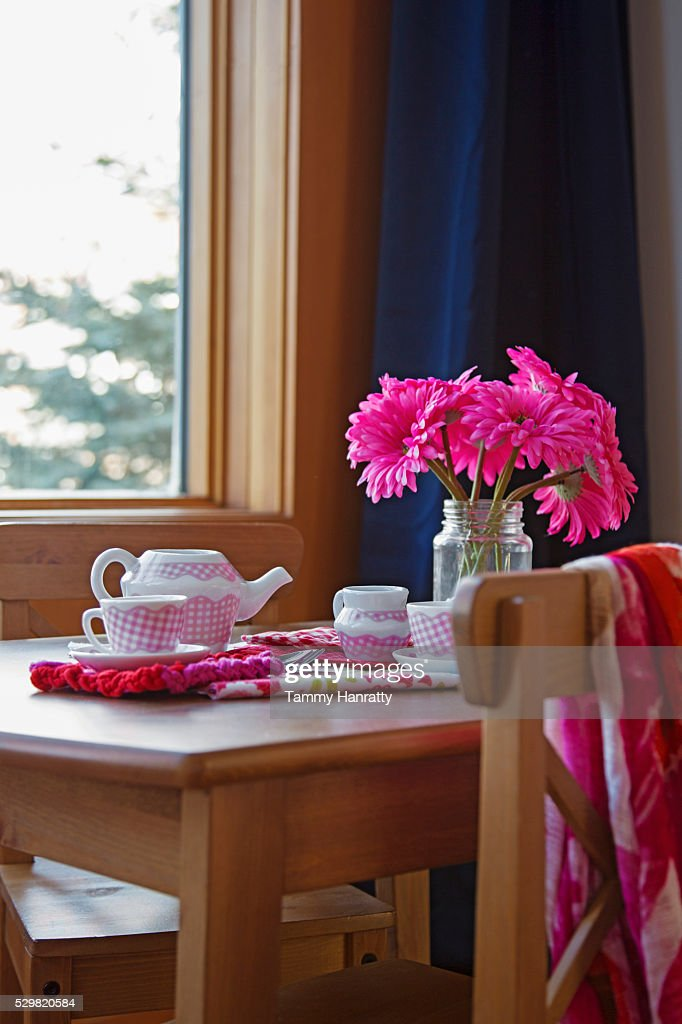 Rustic table with tea pot and flowers : Stock Photo