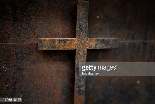 rusty cross - old and rusty cross iron door – rusty grunge background : Stock Photo