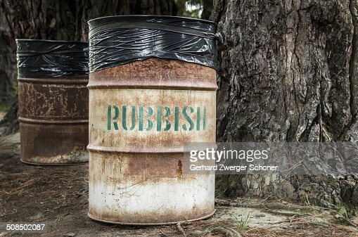 how to clean a tin rubbish bin