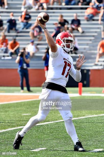 Rutgers Scarlet Knights quarterback Giovanni Rescigno passes the ball during the game between the Rutgers Scarlet Knights and the Illinois Fighting...