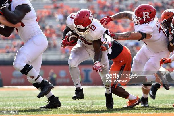 Rutgers Scarlet Knights running back Gus Edwards runs for a touchdown during the game between the Rutgers Scarlet Knights and the Illinois Fighting...
