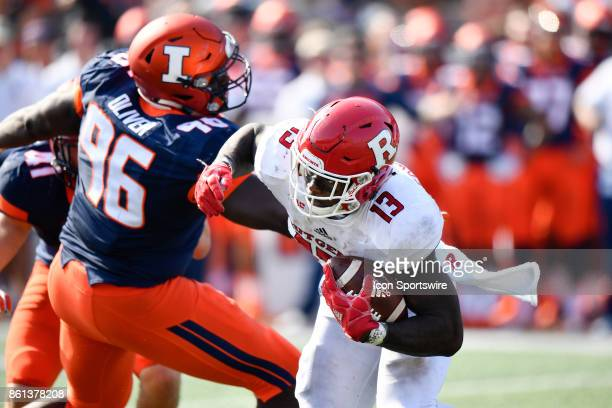 Rutgers Scarlet Knights running back Gus Edwards runs with the ball during the game between the Rutgers Scarlet Knights and the Illinois Fighting...