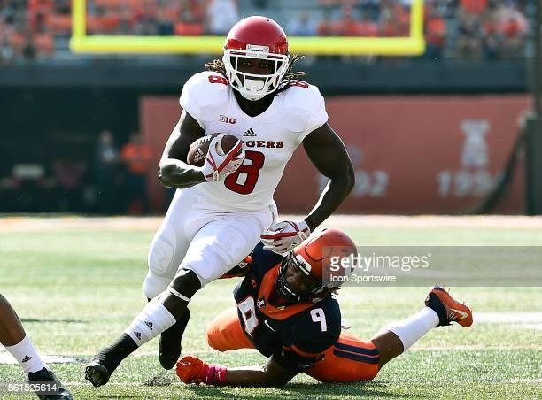 Rutgers Scarlet Knights running back Josh Hicks avoids the tackle from Illinois Fighting Illini linebacker Dele Harding during the game between the...