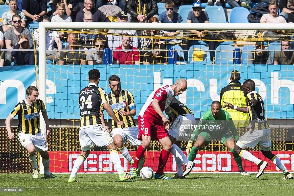 Ruud Boymans of FC Utrecht scores during the Dutch Eredivisie match between Vitesse Arnhem and FC Utrecht at Gelredome on May 01, 2016 in Arnhem, The Netherlands