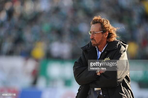 Ruy Ramoscoach of FC Gifu looks on during the JLeague second division match between FC Gifu and Matsumoto Yamaga at Nagaragawa Stadium on November 15...