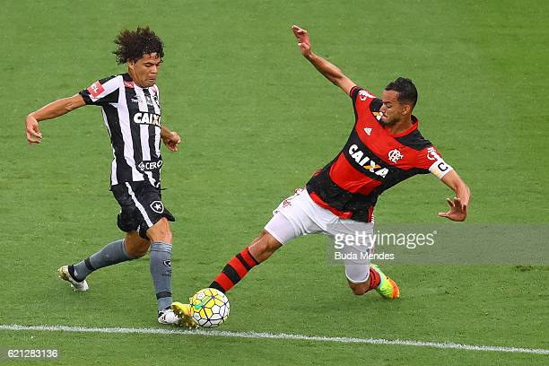 Rver of Flamengo struggles for the ball with Camilo of Botafogo during a match between Flamengo and Botafogo as part of Brasileirao Series A 2016 at...