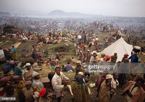 Rwandan refugees fleeing the genocide between Tutsi and Hutu rebels travel between Ruhengeri towards the border to Goma in Zaire | Location Between...