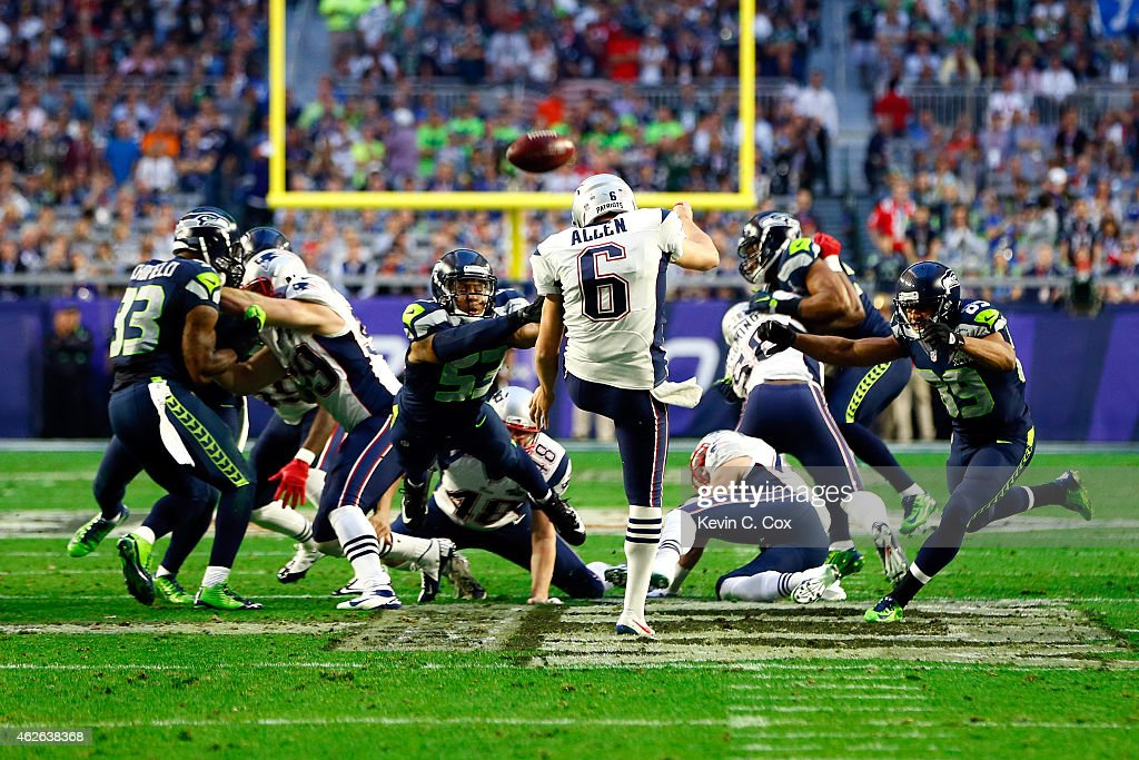 <a gi-track='captionPersonalityLinkClicked' href=/galleries/search?phrase=Ryan+Allen+-+American+Football-speler&family=editorial&specificpeople=11347226 ng-click='$event.stopPropagation()'>Ryan Allen</a> #6 of the New England Patriots punts in the second quarter against <a gi-track='captionPersonalityLinkClicked' href=/galleries/search?phrase=Malcolm+Smith+-+American+football-speler&family=editorial&specificpeople=11360688 ng-click='$event.stopPropagation()'>Malcolm Smith</a> #53 of the Seattle Seahawks during Super Bowl XLIX at University of Phoenix Stadium on February 1, 2015 in Glendale, Arizona.